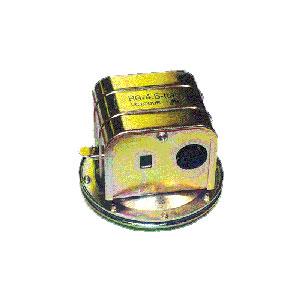 """1405 2.5"""" HG X 1/4"""" FPT Vacuum Switch"""